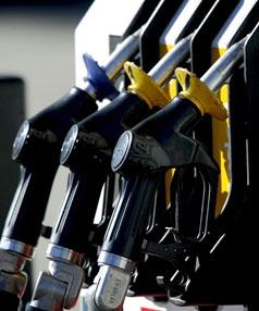 Üzemanyagár és adók – sok grafikonnal