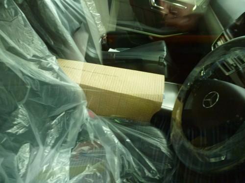 factory sealed, a védőcsomagolás eltávolítása fél órás meló, mielőtt elkezdődne a jármű felkészítése eladáskor (külön ablaktörlő van szállításhoz, azt is le kell cserélni a véglegesre)