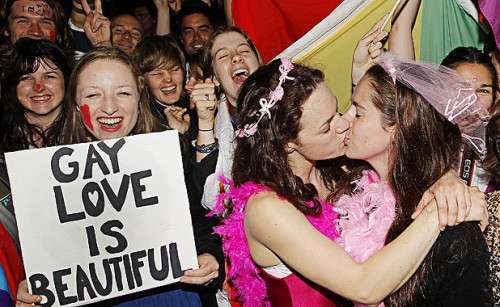 gaymarriage-kiss